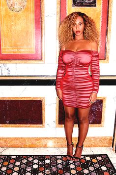 Beyonce Knowles wearing Saint Laurent Velvet Amber Sandals, House of CB Fifi Dress and Bouguessa Emerald Velvet Robe Beyonce 2013, Beyonce And Jay Z, Beyonce Coachella, Rihanna, King B, Queen Bee Beyonce, Beyonce Beyhive, Beyonce Style, Online Photo Gallery