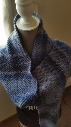 a1ce9f3e5195 Bonjour, Voici le cadeau que m a envoyer mon amie Lydie ...... Une superbe écharpe  tricoter en point de riz et dans les couleurs que j aime le bleu Merci ...