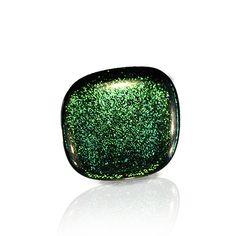 Dic-In-Anillos  color #verde.  Colección que se caracteriza por sus colores, sumergidos dentro de la pieza, que cambian de tonalidad según incida la luz sobre ellos. Así hay rojos que tiran a dorados,verdes que se vuelven azulados... Es la magia de vidrio dicróico!!! 3,5cm.de lado aprox.  Base de plata ajustable. Se entrega en caja de cartón duro con tarjetita informativa.20€  #anillo #vidrio #plata #handmade #glass #silver #daviniadediego