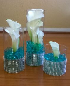 Calla lilies with turquoise water beads #whitecallaliliescenterpieces #callaliliescenterpieces #waterbeadscenterpieces MyBouquet Las Vegas
