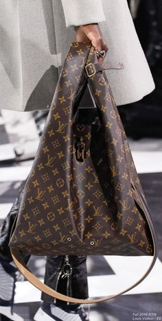 Fall 2016 Ready-to-Wear Louis Vuitton