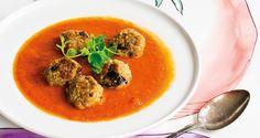 Du kan äta soppan för sig och auberginebollarna för sig. Eller så låter du…