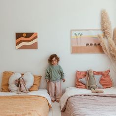 Such a lovely calm kid's shared room. Soft linens and muted colours. Baby Bedroom, Girls Bedroom, Bedroom Ideas, Casa Kids, Deco Kids, Little Girl Rooms, Kid Spaces, Kids Decor, Decor Ideas