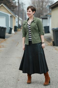 How to Wear Long Skirts - Already Pretty | Where style meets body image Maxi Skirt Outfit Summer, Maxi Skirt Outfits, Maxi Skirts, Full Midi Skirt, Leather Midi Skirt, Skirts With Boots, Fall Fashion Outfits, Pretty Outfits, How To Wear