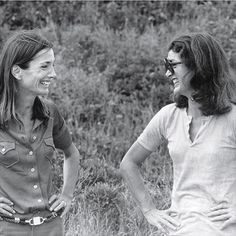Sisters Lee Bouvier Radziwill and Jacqueline Bouvier Kennedy Onassis in the 1970s (Thanks so much @inatyrugay for sharing!)