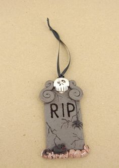 Sculpey III Tombstone Halloween Ornament | Polyform Products Company