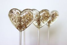 These gold and brown sparkly heart shaped favors from SweetCarolineConfect via etsy are a sophisticated treat but fun too. #weddingfavors #gold #sparkly #lollipops