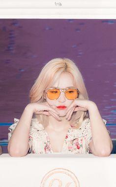 i like this picture but why is it so whitewashed 💀 Kpop Girl Groups, Korean Girl Groups, Kpop Girls, Seulgi, Asian Music Awards, Foto Gif, Wendy Red Velvet, South Korean Girls, Girl Crushes