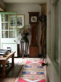Country cottage hallway love the clock English Cottage Style, English Country Cottages, English Country Style, English House, French Cottage, French Country, Cottage Hallway, Cottage Living, Country Hallway