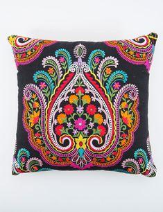 CHANDANA kudde svart | Pillow | Pillow | Kuddar | Inredning | INDISKA Shop Online