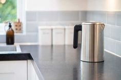 How to clean a kettle & remove limescale | Cleanipedia Clean Kettle, Remove Paint From Clothes, Remove Acrylic Paint, Varnish Remover, How Do You Clean, Electric Shock, Sparkling Clean, Calcium Carbonate