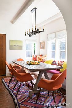 Mix and Chic: Inside a beautifully layered and charming Spanish Colonial Revival in Los Angeles! Spanish Home Decor, Spanish Style Homes, Spanish House, Spanish Colonial, Spanish Revival, Home Interior, Interior Design, Interior Doors, Bright Pillows