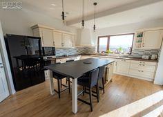 Proiect bucatarie Cluj-Napoca | Kuxa Studio, expert in mobila de bucatarie - 5349 Classic Kitchen, Kitchen Design, Furniture, Table, Studio, Home Decor, Decoration Home, Design Of Kitchen, Room Decor