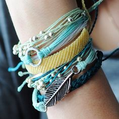 We're totally OBSESSED with this wrist! Love all the shades of blues & greens! Want it? #puravidabracelets