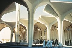 Dhahran International Airport - Minoru Yamasaki - Dhahran Saudi Arabia - 1961  - arches (pointed) gothic inspiration Church Architecture, Modern Architecture, Life In Saudi Arabia, Old Libraries, Building Structure, Tree Tops, Built Environment, Moroccan Style, Convention Centre