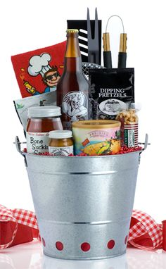 Grillin & Chillin gift basket idea for shower. Rainy Day Crafts, Fathers Day Crafts, Gifts For Father, Gifts For Family, Gifts For Him, Raffle Baskets, Diy Gift Baskets, Cheap Gifts, Cool Gifts