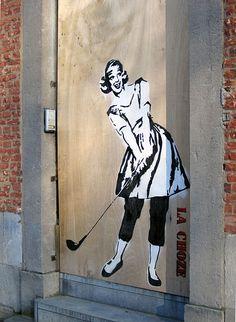 Namur (Belgique) - Graffiti door Pavement Art, Mystique, Painted Doors, Graffiti Art, Old And New, Gates, Fun Stuff, Stencils, Street Art