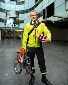 "Hugh Bonneville demonstrating perhaps the future of living and working ""downtown"" Downton Abbey Cast, Hugh Bonneville, Masterpiece Theater, Brentford, Commuter Bike, Brompton, Bike Style, Bike Parts, Mini Bike"