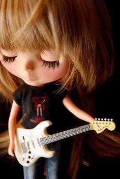 blythe + Fender Standard Stratocaster (Arctic White) -  FENDER熱。 : A MIDWINTER NIGHTS DREAM