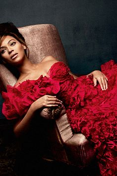 Beyonce in Vogue Beyonce Style, Beyonce And Jay Z, Rihanna, Afro, Red Ball Gowns, Culture Pop, Idol, Star Wars, Looks Street Style