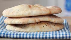 Må jo ha nanbrød til kyllingsuppa :-) Great Recipes, Food And Drink, Cheese, Dinner, Nan, Gourmet, Dining, Food Dinners, Dinners