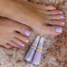 Será que trabalhar como Manicure dá dinheiro? Salve este pin e clique na foto para Descobrir 🤔 Foot Pedicure, Manicure And Pedicure, Nails Polish, Toe Nails, Trendy Nail Art, French Tip Nails, Toe Nail Designs, Beauty Nails, Beauty Makeup