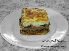La moussaka è una delle ricette greche più conosciute ed apprezzate nel mondo. Come la maggior parte delle ricette di cucina,esistono diverse versioni......