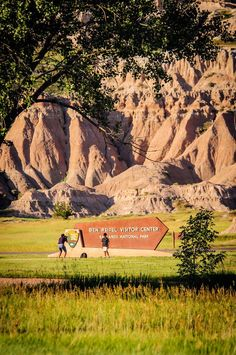 Four Hours in Badlands National Park – Your Super Quick Guide South Dakota Vacation, South Dakota Travel, North Dakota, Badlands National Park, Us National Parks, Places To Travel, Places To See, Canada, Road Trip Usa