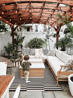 🍀Cub & Clover 🍀 Urban backyard, backyard inspiration, Brooklyn backyard, backyard with pergola. 65 Awesome Backyard Patio Deck Design and Decor Ideas Cool backyard patio string light ideas that will blow your mind Do You Like An Ideas For A Best Ins Backyard Patio Designs, Backyard Landscaping, Backyard Ideas, Cozy Backyard, Landscaping Ideas, Patio Oasis Ideas, Backyard Pergola, Cozy Patio, Deck Patio