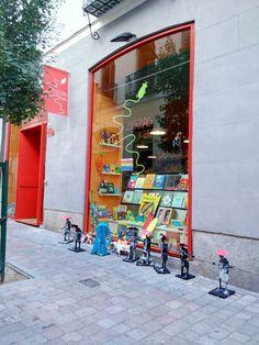 Tienda de libros y juguetes Zigzag. Barrio de Chueca. Madrid. www.zigzagkids.es. Foto de #ignacioklindworth 2015.