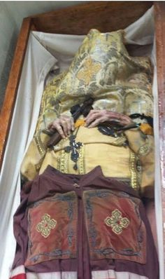 Archbishop Dmitri of Dallas. He died in the summer of and was buried unembalmed, according to Orthodox tradition. Body found to be incorrupt. Catholic Doctrine, Orthodox Christianity, Catholic Saints, Roman Catholic, Incorruptible Saints, Black Vampire, Post Mortem Photography, Orthodox Icons, Gods Grace