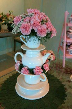 22 Ideas Baby Shower Floral Arrangements Vintage Tea For 2019 Teapot Centerpiece, Tea Party Centerpieces, Cup Crafts, Diy And Crafts, Alice In Wonderland Tea Party, Tea Party Bridal Shower, Tea Party Birthday, 70th Birthday, Vintage Tea