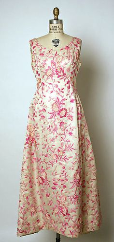 Evening dress Design House: House of Balenciaga (French, founded Designer: Cristobal Balenciaga (Spanish, Guetaria, San Sebastian Javea) Date: spring/summer 1961 Culture: French Medium: silk, glass Balenciaga Vintage, Balenciaga Dress, Balenciaga Spring, 1960s Fashion, Fashion Moda, Vintage Fashion, Edwardian Fashion, Emo Fashion, Vintage Gowns