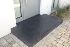 Concrete entrance platforms make for an impressive entrance area. Ind … - All For Backyard Ideas Bed Cover Design, Beton Design, Door Steps, Backyard Playground, Home Decor Quotes, House Entrance, Types Of Houses, Entry Doors, Home Improvement Projects