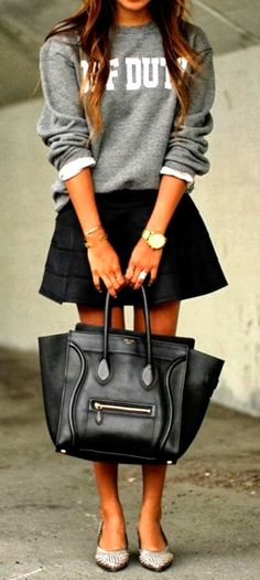 Comfy Fall Street Outfit with Black Leather Handbag