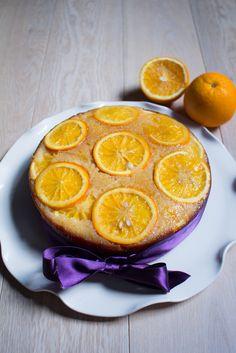 Torta upside down all'arancia. Dolce particolare perché si cuoce in modo e poi…