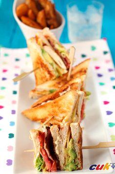 Sándwich Club de pollo - Club sandwich with chicken, Yummy! Club Sandwich Poulet, Good Food, Yummy Food, Salty Foods, Delicious Sandwiches, Chapati, Creative Food, Brunch, Easy Healthy Recipes