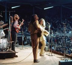 Janis Joplin performed with Big Brother and the Holding Company at Monterey Pop. After the festival, she was swiftly signed by Clive Davis. Janis Joplin, Heavy Metal, Musica Metal, Monterey Pop Festival, Acid Rock, Rock Festivals, Punk, Kinds Of Music, People