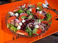 Kääpiölinnan köökissä: Liian paljon hyvää - possua, salaattia ja hedelmäcolaa Kinds Of Salad, Cobb Salad, Salads, Green, Food, Essen, Meals, Yemek, Salad