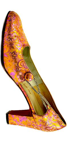 Vintage shoes - Roger Vivier - France - 1960s Repinned by www.silver-and-grey.com
