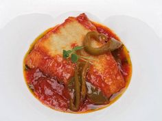 Bacalao frito con tomate y pimientos. Reserva online en EligeTuPlato.es