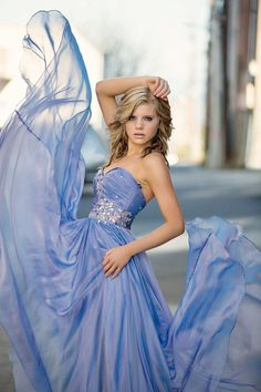 I love the idea of using the prom dress in senior photos!