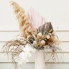Merrin Grace Blumenmuster - Oh Joy - Modern Floral Arrangements, Dried Flower Arrangements, Vase Arrangements, Floral Centerpieces, Dried Flower Bouquet, Dried Flowers, Floral Wedding, Wedding Flowers, Modern Floral Design