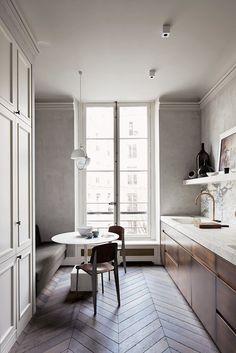 Kickass Alternatives to Traditional Upper Kitchen Cabinets;That herringbone floor is ta die! Interior Exterior, Home Interior, Interior Design Kitchen, Modern Interior, Midcentury Modern, Kitchen Designs, Scandinavian Interior, Scandinavian Style, Studio Interior