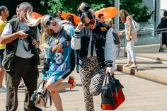 <b>Tommy Ton</b> Hits London - Gallery Slide 1 Tommy Ton, Nyfw Street Style, Spring Street Style, Street Styles, Raves, Style Snaps, Friends Fashion, Vacation Dresses, Clothes For Sale