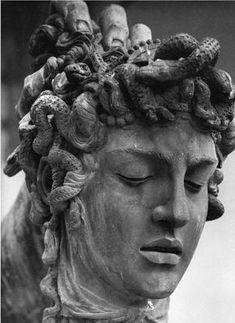 Perseus, 1545 (detail of head of Medusa) Loggia dei Lanzi, Florence. Representa el triunfo del bien sobre el mal y el símbolo de la victoria de los Médici en Florencia después de haber sido expulsados de la ciudad en 1494.