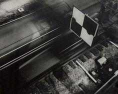 Geza Vandor (1898 -1956)  2 Fotografías del pasaje de Valeureux Liegeois, 1931. Gelatina de plata, 16 x 20,5 cm, sellos húmedos del fotógrafo, tiraje de época