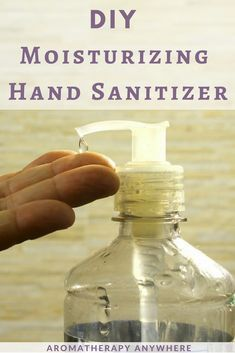 DIY kid-safe hand sanitizer recipe with essential oils - Germs are everywhere. When you can't get to a sink to wash your hands, keep clean with this natural homemade hand sanitizer gel {with essential oils}. Home Made Hand Sanitizer, Alcohol Free Hand Sanitizer, Hand Sanitizer Dispenser, Natural Hand Sanitizer, Soap Dispenser, Plant Therapy, Best Essential Oils, Anti Viral Essential Oils, Pure Essential