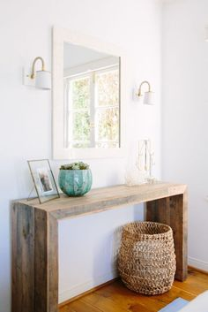 Rustic hallway table decor rustic front entry table gorgeous front hallway table with best narrow hallway Hall Table Decor, Rustic Hallway Table, Decoration Hall, Entryway Console Table, Entry Tables, Entryway Decor, Room Decor, Entryway Ideas, Diy Table