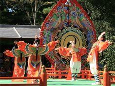 Ise-Jingu ● 伊勢神宮 秋の神楽祭 Boys dancing dressed as birds.